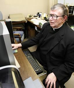 computer, laptop, phishing scam