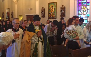 Father payer at Mass in Florida