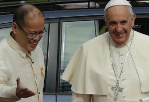 Aquino welcomes Pope Francis to the Philippines