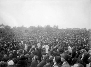 """Witnessing the """"miracle of the sun"""" at Fátima, Portugal, October 13, 1917"""