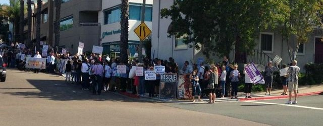 Protestors outside the Planned Parenthood on First and Grape in San Diego, August 22. (photo: 2015 Scripps Media, Inc)
