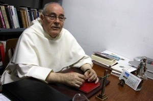 Father Juan José Gallego (photo from hngn.com)