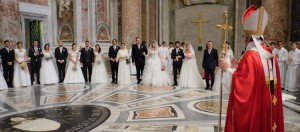Pope Francis marries twenty couples at a 2014 Vatican ceremony. (photo from smartloving blog)