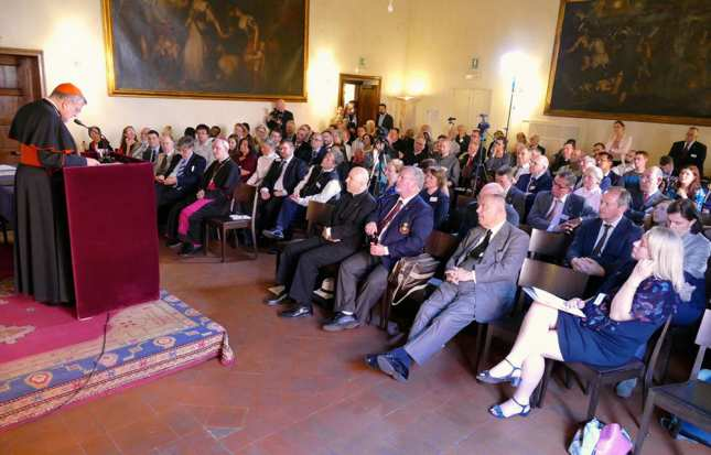 Cardinal Burke speaks to pro-life and pro-family leaders gathered at the Roman Life Forum conference in Rome. (photo from LifeSiteNews)